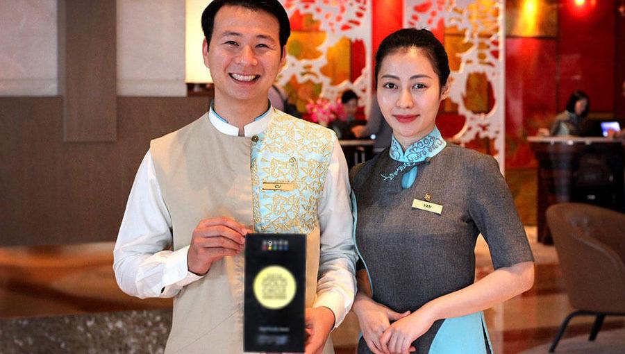 May đồng phục lễ tân nhà hàng – khách sạn