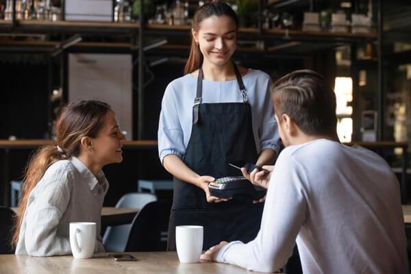 Mẫu thiết kế đơn giản của nhân viên ở các quán cafe