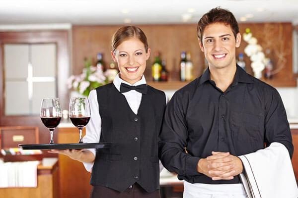 Đồng phục đẹp giúp nhân viên tự tin hơn