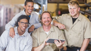 Công ty bảo hộ lao động Thomas Nguyen Uniform | Uy tín- Chất lượng- Nhanh chóng