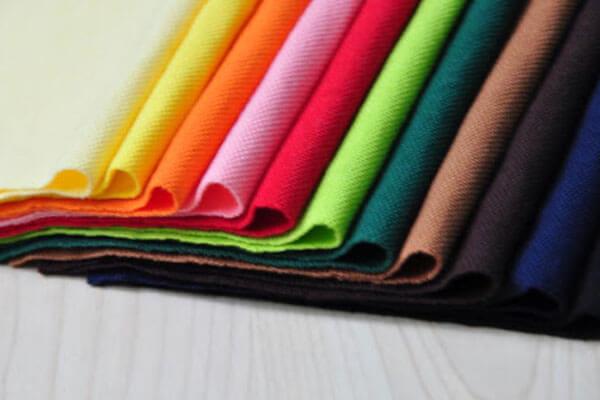 Ưu điểm của vải cotton là độ co giãn tốt và thấm hút mồ hôi gần như hoàn hảo