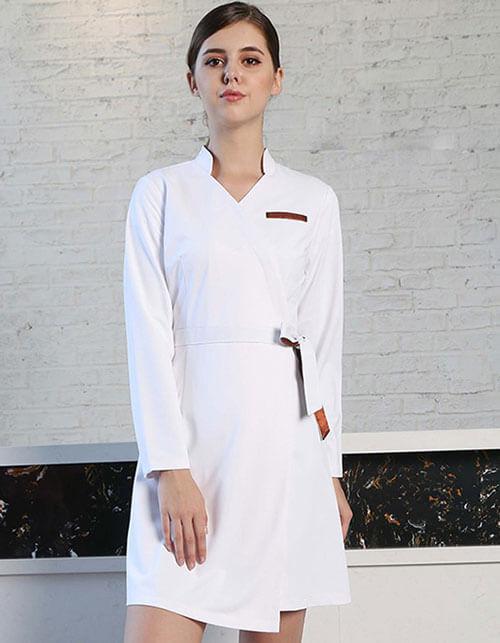 Đồng phục spa đẹp luôn là trang phục luôn được sự quan tâm của các doanh nghiệp, spa,thẩm mỹ viện,… được thiết kế riêng đem lại tính thẩm mỹ cao.