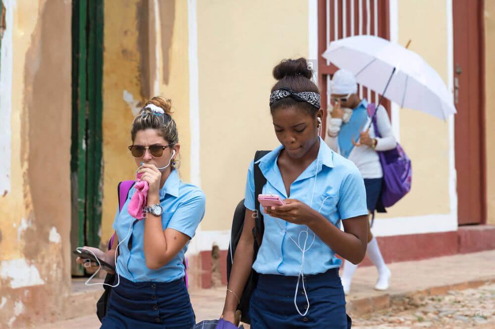 Đồng phục học sinh Cuba