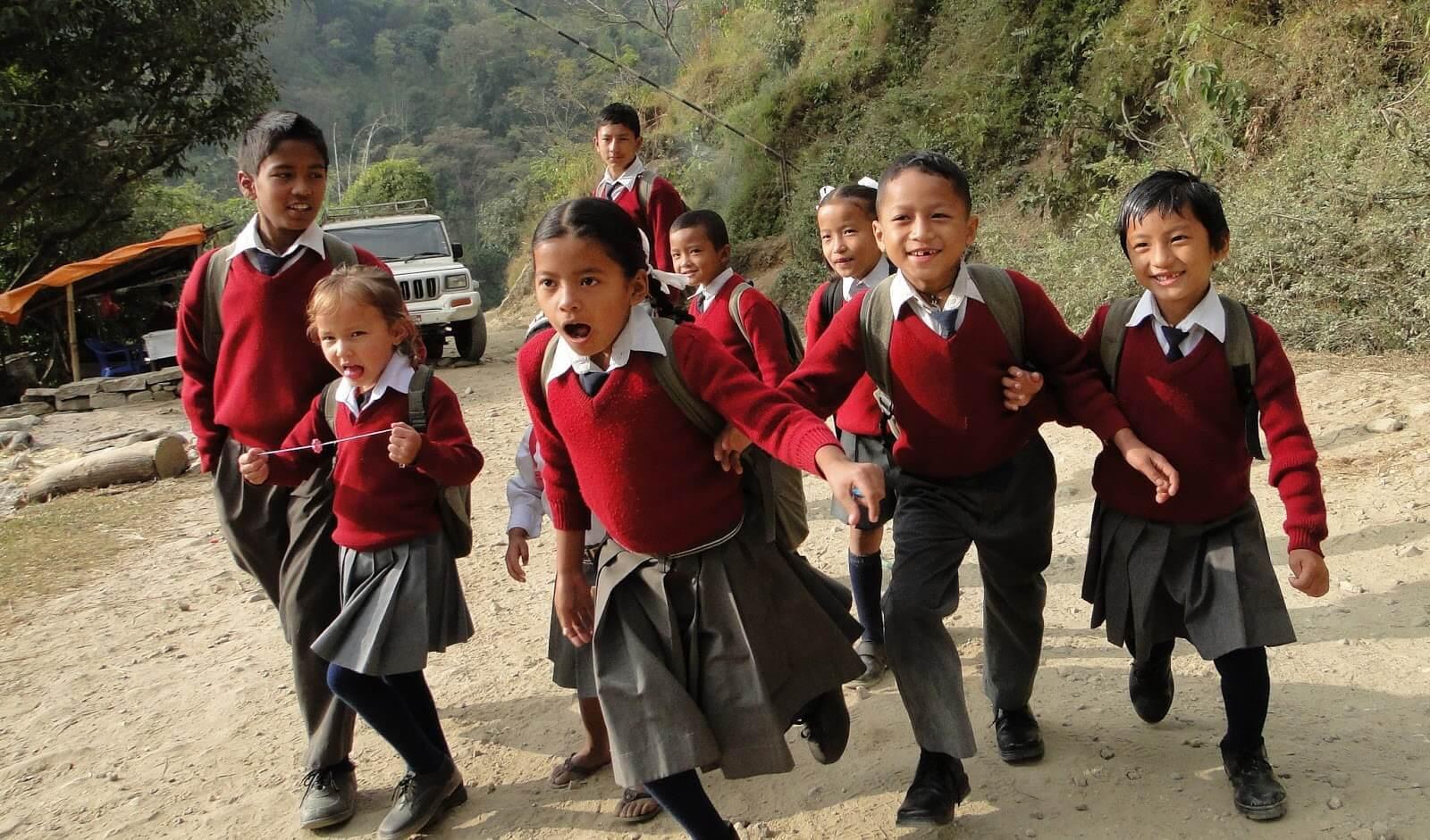 Đồng phục học sinh Nepal