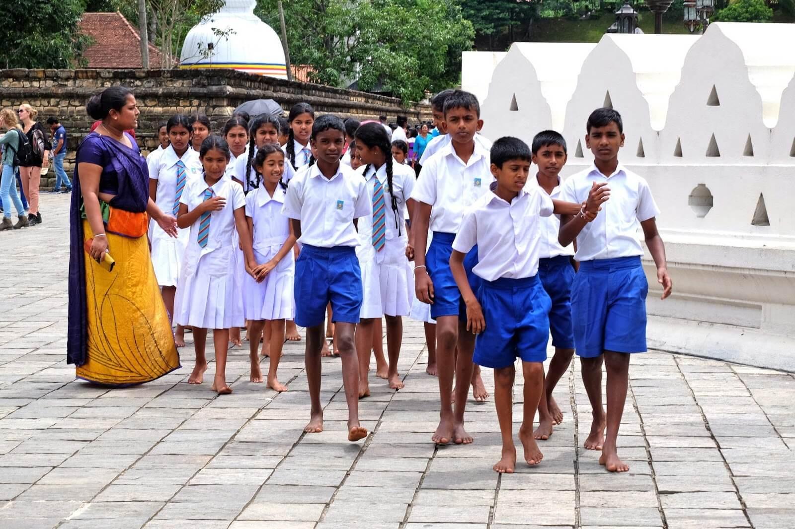 Đồng phục học sinh Sri Lanka