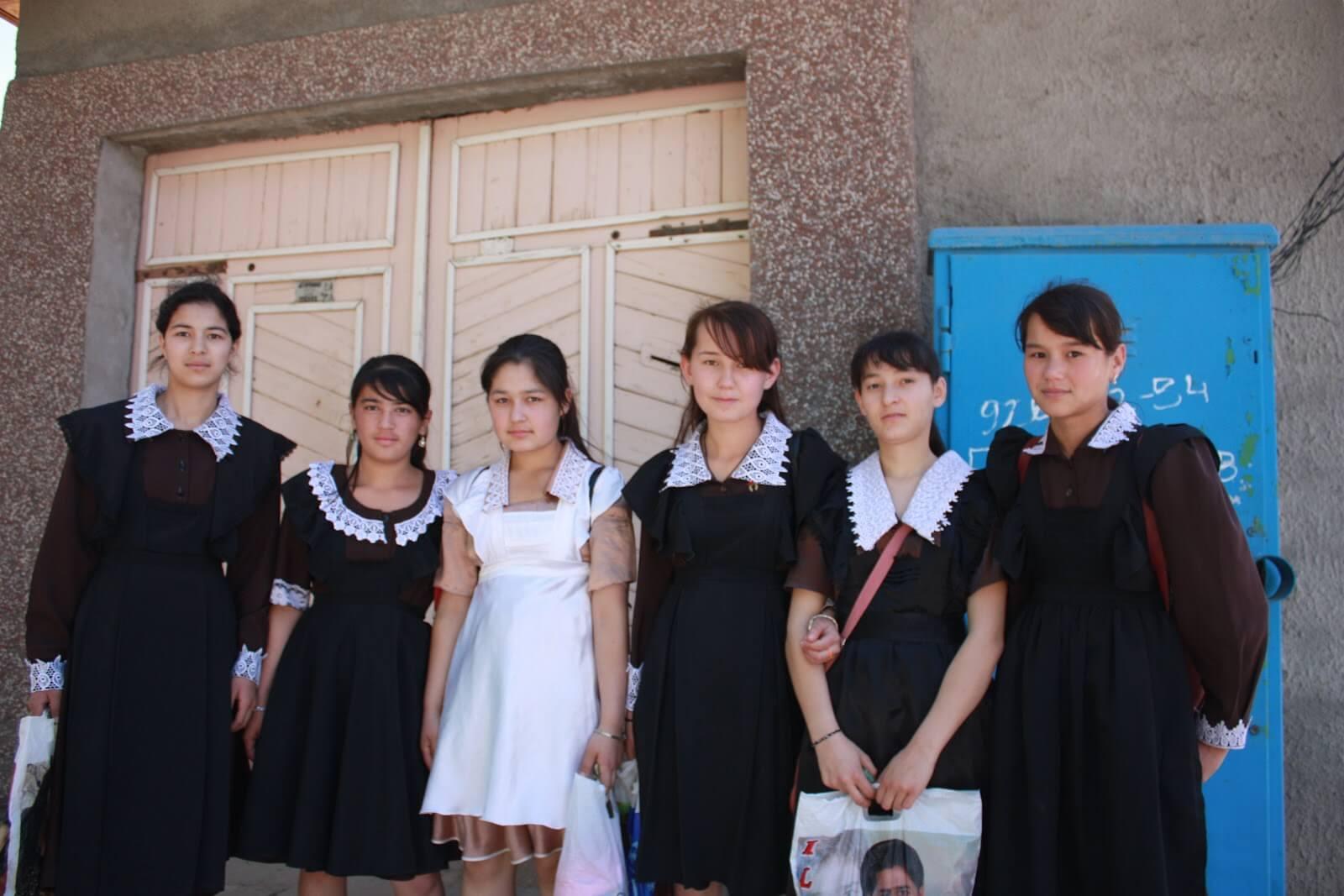 Đồng phục học sinh Uzbekistan
