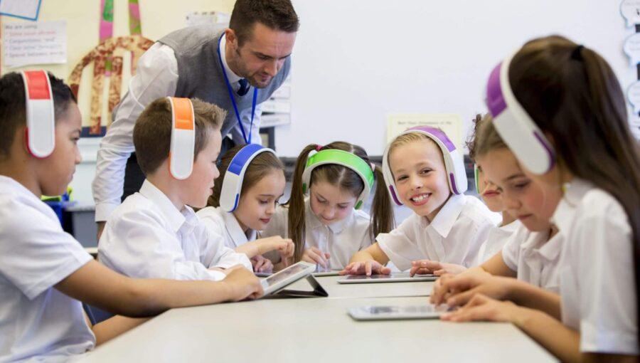 Đồng phục giáo viên mầm non trường quốc tế thiết kế riêng
