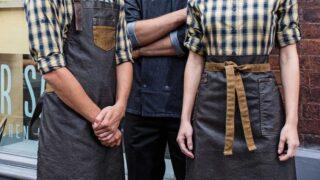 May áo đồng phục nhân viên quán ăn, có thật sự cần thiết?