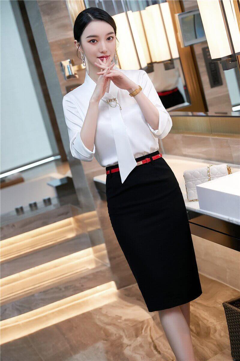 Nhân viên hài lòng và tự tin mặc đồng phục